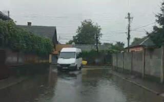 Відео підтопленого Виноградова після ранкової зливи
