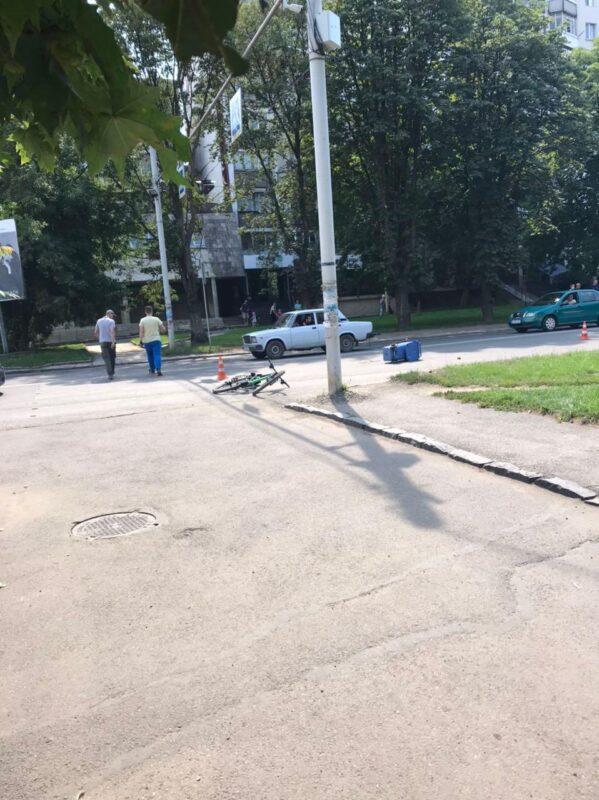 В Ужгороді жінка потрапила під колеса авто (фото)