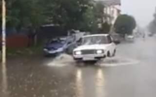 Вулиці у Дубовому попливли після дощу (фото/відео)