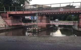 Влада Ужгорода стомилася вирішувати проблему «Венеційського» мосту і просто його закрила (відео)
