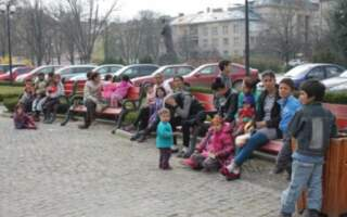 Нахабство малолітніх ромів в Ужгороді: ображають та погрожують спалити магазини