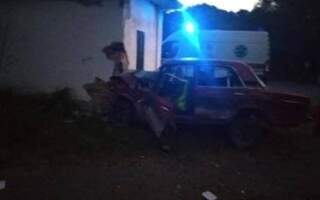 Смертельна автотроща: на Іршавщині авто врізалось в автобусну зупинку (фото)