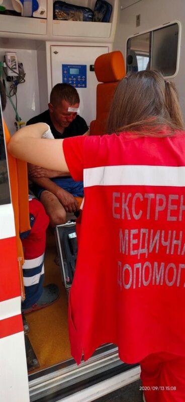 В Ужгороді по звірячому побили людину: швидка відреагувала оперативно, поліція - ігнорувала (ФОТО 18+)