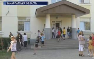 Бунт проти закриття школи у Виноградові зацікавив центральні канали