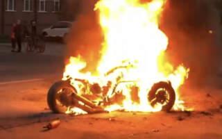 Відео: В Ужгороді на ходу загорівся трицикл