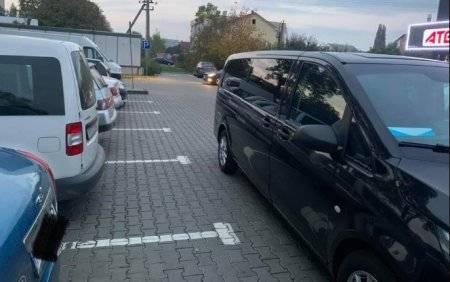 «Боже, чого воно таке дебільне?», - ужгородці обурюються парковкою «оленя»