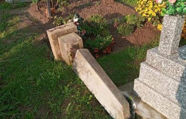 Вандалізм: Потрощили могильні плити, повиривали опори та хрести (фото)
