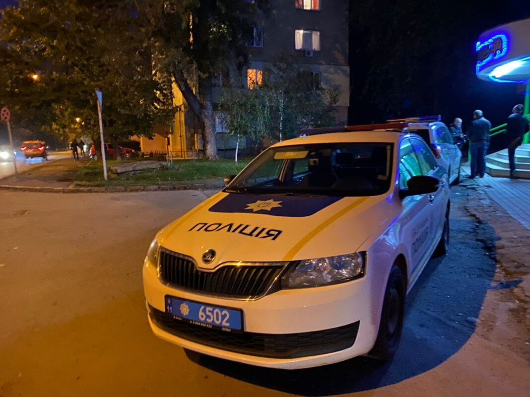 Фото/Відео: В Ужгороді їдучи на виклик патрульні збили жінку🚨🚔🚓