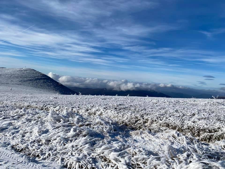 Фото. У мережі опублікували світлини засніжених гір