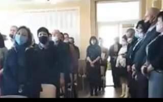 Хіба це не розпалювання міжнаціональної ворожнечі? У день гідності і свободи України депутати Закарпаття приймали присягу і співали угорський гімн. Виходить, що присягали на вірність сусідній державі? (ВІДЕО)