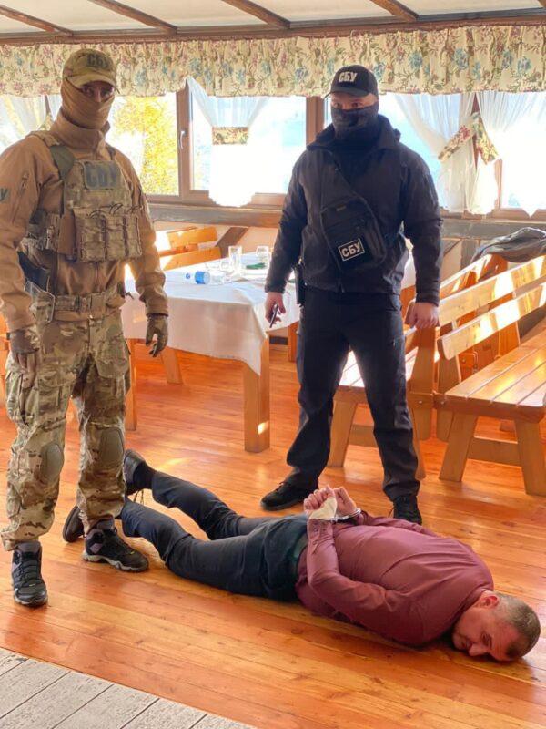 Ексклюзивні фото затримання голови Воловецької ОТГ