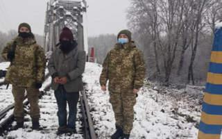 Закарпатські прикордонники затримали дивакуватого нелегала, який залізничною колією проник до України (ФОТО)