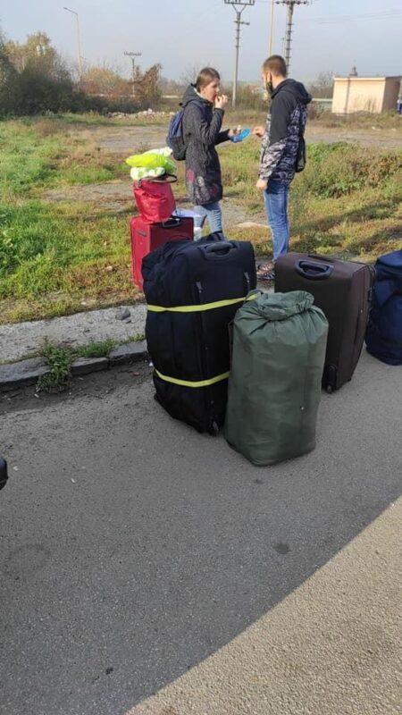 Фото: Українців на кордоні зі Словаччиною не пускають додому