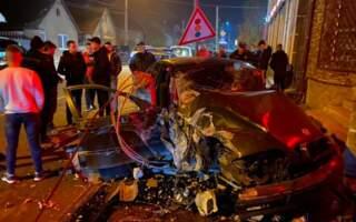 Пасажири всі живі, своїми ногами дійшли до карети швидкоЇ, – страшна ДТП у Хусті (фото)