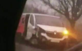 Фото моторошного ДТП на Закарпатті: Зіткнулися легковий автомобіль марки ВАЗ і пасажирський мікроавтобус