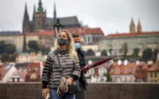 У Чехії суд скасував обов'язок носити маски на вулиці