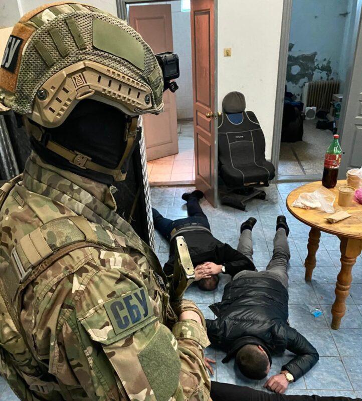 Подробиці затримання в сервісному центрі МВС (фото)