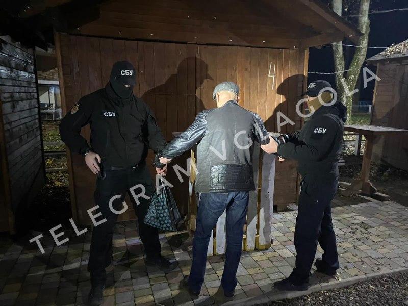 Відео. В Ужгороді затримали «скупщиків» голосів на вибори міського голови.