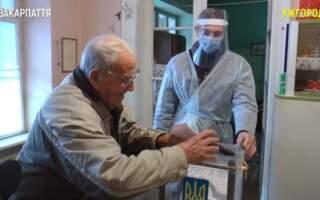 Відео. 103-річний ужгородець проголосував нині у другому турі виборів