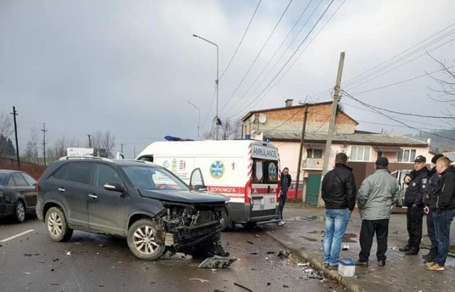 У мережі показали наслідки ДТП у Хусті у якому є постраждалі (ФОТО)