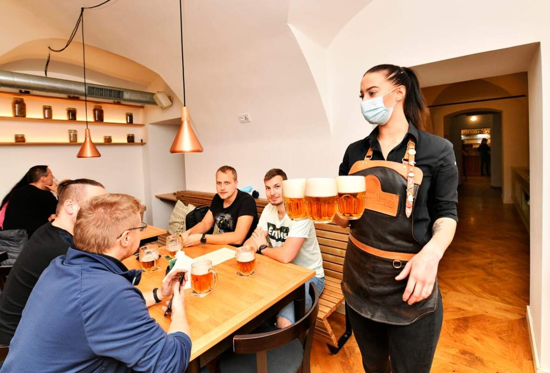 Від завтра у Чехії буде обмежено час роботи ресторанів і барів у зв'язку із збільшенням випадків Коронавірусу