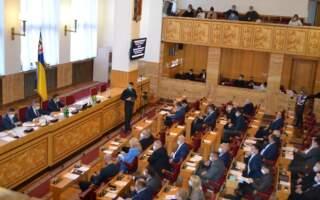 Масово проігнорували: Депутати, які обіцяли дбати про виборців, не прийшли на друге пленарне засідання першої сесії Закарпатської обласної ради (ВІДЕО)