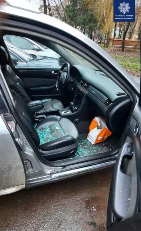 """В Ужгороді по """"гарячих"""" слідах затримали чоловіка, який причетний до крадіжки з авто"""