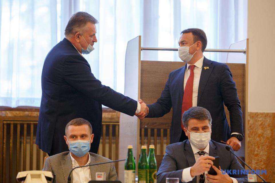 """Що отримали """"Порошенківці"""" та """"Тимошенківці"""" """"ЗА"""" Олексія Петрова?"""
