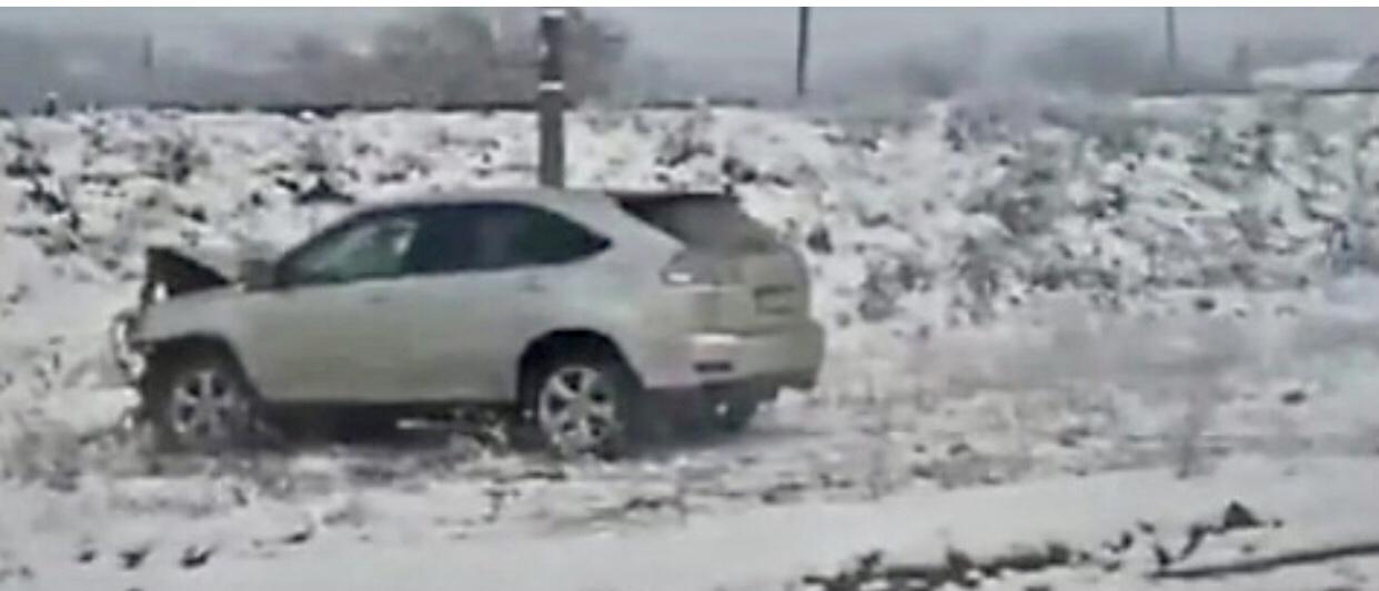 ДТП на Закарпатті: Зіткнулися дві автівки, одну викинуло на узбіччя (Фото)
