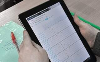 Оцінки і прогули online: В українських школах запускають електронні щоденники і шкільні журнали