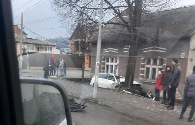 Подробиці моторошної ДТП на виїзді з Хуста (ФОТО, ВІДЕО)