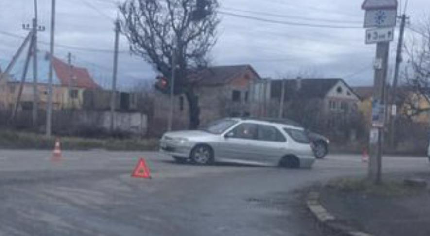 В Ужгороді Honda Civic під час руху втратив задні колеса (ФОТО)