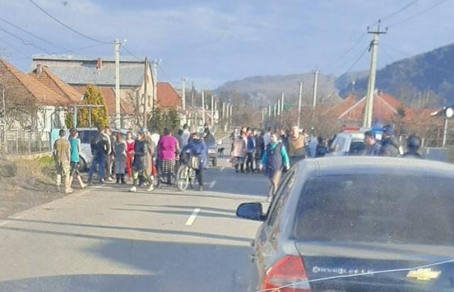 ДТП на Закарпатті: Авто влетіло у підводу