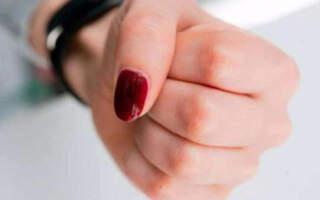 В Ужгороді мама напала на 13-річного хлопця, який вкрав від її сина мобільний
