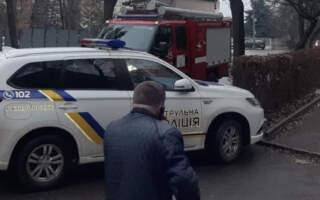 У мережі оприлюднюють фото з місця події замінування суду в Ужгороді
