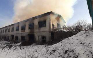 Оприлюднили фото з місця пожежі лісозаводу, який горів на Рахівщині