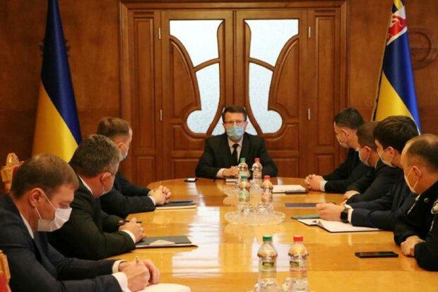 Голова Закарпатської ОДА порушив карантинні обмеження (ФОТО)