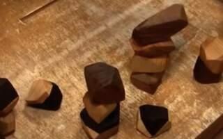Прості форми із глибокою філософією: В Ужгороді сім`я з Німеччини виготовляє еко іграшки (відео)