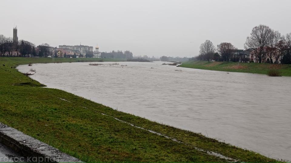ФОТО. Латориця у Мукачеві скоро почне виходити з  берегів