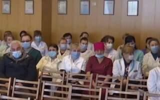 Повірили на слово! Медикам Закарпаття досі не виплатили зарплату! 23 грудня перекриють трасу Київ-Чоп в Нижніх Воротах (ВІДЕО)