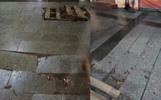 """""""Лиш Ви не смійтеся"""", – у мережі показали як виглядає Новенька плитка на площі Петефі"""