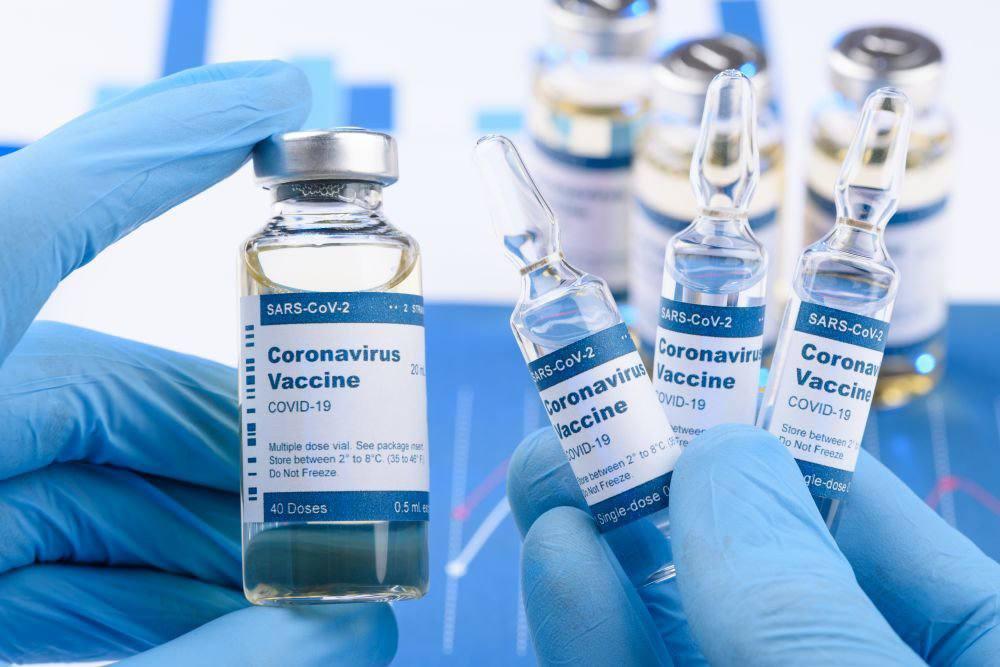 Стало відомо коли Україна отримує перші вакцини