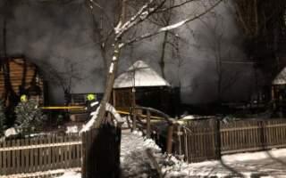 """Вогнем знищено сауну, навіс та два чани: Подробиці пожежі на території бази відпочинку """"Валило"""""""