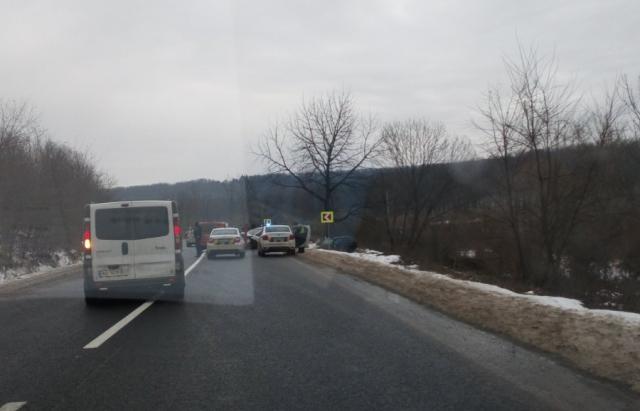 Жахливе ДТП на Закарпатті! Зіткнулись 4 автівки. На місці працюють правоохоронці та медики (ФОТО/ВІДЕО)