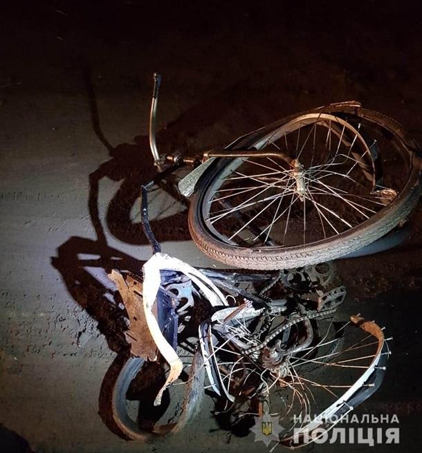 Водій збив велосипедиста і намагався втекти з його тілом (ФОТО)