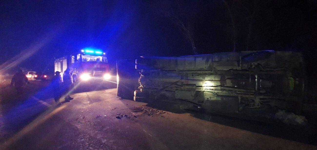 ФОТО. У результаті зіткнення Volvo S40 та автобуса Еталон постраждало троє людей