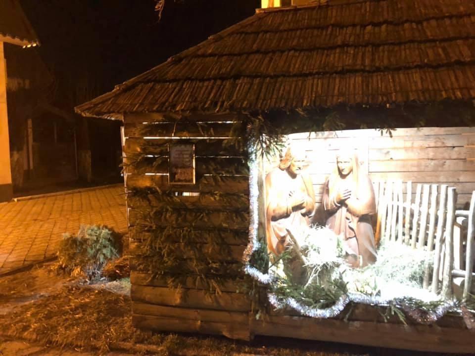 У Виноградові нелюди у перший день Різдва понищили Бетлегем (ФОТО)