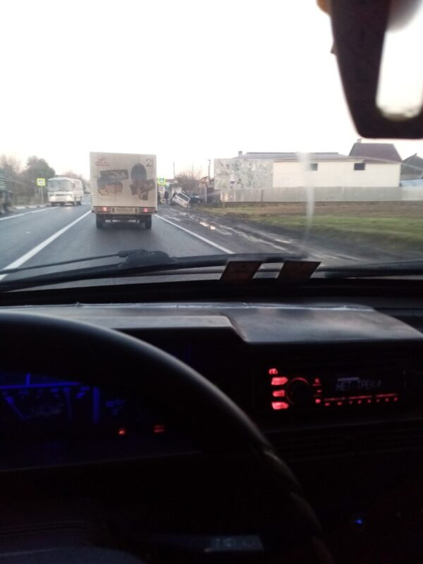 Відео/Фото. Ранкова ДТП на Закарпатті: Авто злетіло у кювет