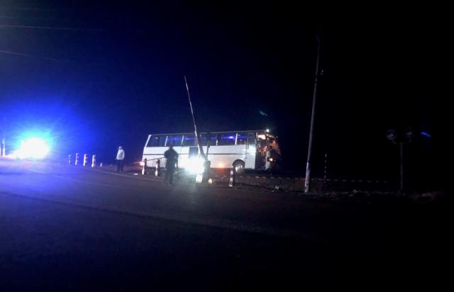 ДТП на Закарпатті: Автобус вилетів на залізничну колію (ФОТО)
