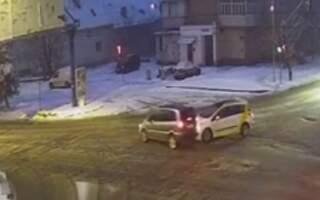 Опублікували відео вечірньої ДТП в Ужгороді за участі водія таксі
